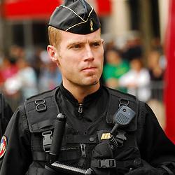 S&eacute;curisation par un escadron de Gendarmerie Mobile de l'arriv&eacute;e sur les Champs Elys&eacute;es de l'&eacute;quipe de France de Handball &agrave; la suite de leur victoire aux Jeux Olympiques.<br /> Suivi de l'attente dans les irisbus, de l'organisation avec le repr&eacute;sentant de la Pr&eacute;fecture de Police de Paris, puis de la s&eacute;curisation du p&eacute;rim&egrave;tre avec l'arriv&eacute;e des sportifs.<br /> Ao&ucirc;t 2008 / Paris (75) / FRANCE<br /> Cliquez ci-dessous pour voir le reportage complet (60 photos) en acc&egrave;s r&eacute;serv&eacute; <br /> http://sandrachenugodefroy.photoshelter.com/gallery/2008-08-EGM-securisant-les-Champs-Elysees/G0000OklbMfMqe0s/