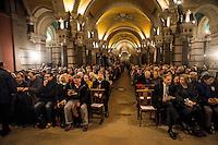 Dominus Iesus. Le probable futur pape, Gerhard Muller, en visite a Lyon.<br /> Gerhard Ludwig Muller, ne le 31 decembre 1947 a Mayence, est un archeveque catholique allemand, prefet de la Congregation pour la doctrine de la foi depuis sa nomination par le pape Beno&icirc;t XVI le 2 juillet 2012.<br /> Muller nait a Finthen, une banlieue de Mayence. Apres ses etudes secondaires a l'Institution Saint-Willigis, il etudie la philosophie et la theologie a Mayence, a Munich et a Fribourg-en-Brisgau. <br /> En 1977, il obtient un doctorat en theologie sous la direction du cardinal Karl Lehmann en soutenant une these sur le theologien protestant Dietrich Bonhoeffer.<br /> Il est ordonne pretre le 11 f&eacute;vrier 1978 par le cardinal Hermann Volk<br /> En 1986, Il est appele a la chaire de theologie dogmatique a l'Universite Ludwig Maximilian de Munich.<br /> Le pape Jean-Paul II le nomme eveque de Ratisbonne le 1er octobre 2002. Il re&ccedil;oit la consecration episcopale le 24 novembre suivant par le cardinal Friedrich Wetter, archeveque de Munich. Il choisit comme devise episcopale &laquo;&nbsp;Dominus Iesus&nbsp;&raquo;(Seigneur Jesus)<br /> En juin 2012, il est egalement nomme membre de la Congr&eacute;gation pour l'education catholique et du Conseil pontifical pour la promotion de l'unite des chretiens.<br /> Il est nomme membre de la congregation pour les Eglises orientales le 19 fevrier 20148.Il est cree cardinal par le pape Fran&ccedil;ois le 22 fevrier 2014 , et re&ccedil;oit la diaconie Sainte-Agnes-en-Agone comme titre cardinalice. Il prendra possession de sa diaconie le 14 septembre 2014.<br /> Mgr Muller est considere comme papable, candidat prometteur pour etre un jour le nouveau pape.<br /> Dominus Iesus est le nom donne &agrave; une declaration de la Congregation pour la doctrine de la foi vaticane sur l'unicite et l'universalite salvifique de J&eacute;sus-Christ et de son Eglise.<br /> <br /> <br /> <br /> Gerhard Ludwig M&uuml;ller (born 31 December 1947
