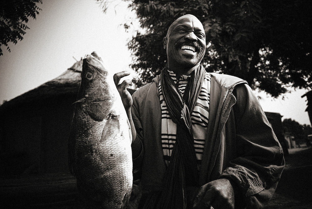 Griot village near kangaba in Mali, a fisherman and his prey..