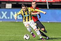 NIJMEGEN - NEC - Vitesse , Voetbal , Eredivisie , Seizoen 2016/2017 , Stadion de Goffert , 23-10-2016 , Vitesse speler Isaiah Izzy Brown (l) in duel met NEC Nijmegen keeper Andre Fomitschow (r)