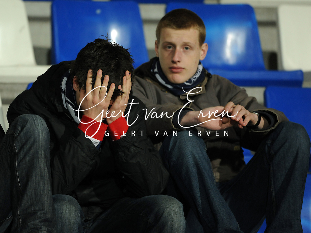 28-02-2009 Voetbal:Willem II:Heracles Almelo:Tilburg<br /> Willem II supporters zitten teleurgesteld op de tribune<br /> Foto: Geert van Erven