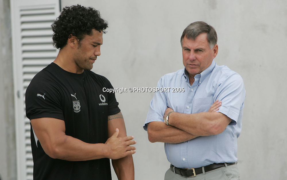 Warriors director of football John Hart talks with Ruben Wiki during the Warriors training session held at Ericsson Stadium, Auckland, on Wednesday 1 March, 2006. Photo: Andrew Cornaga/PHOTOSPORT<br />