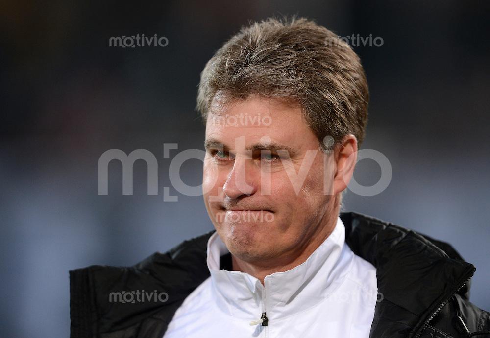 Fussball, 2. Bundesliga, Saison 2012/13, SG Dynamo Dresden - FSV Frankfurt, Dienstag (27.11.12), Dresden, Gluecksgas Stadion. Dresdens Trainer Ralf Loose.