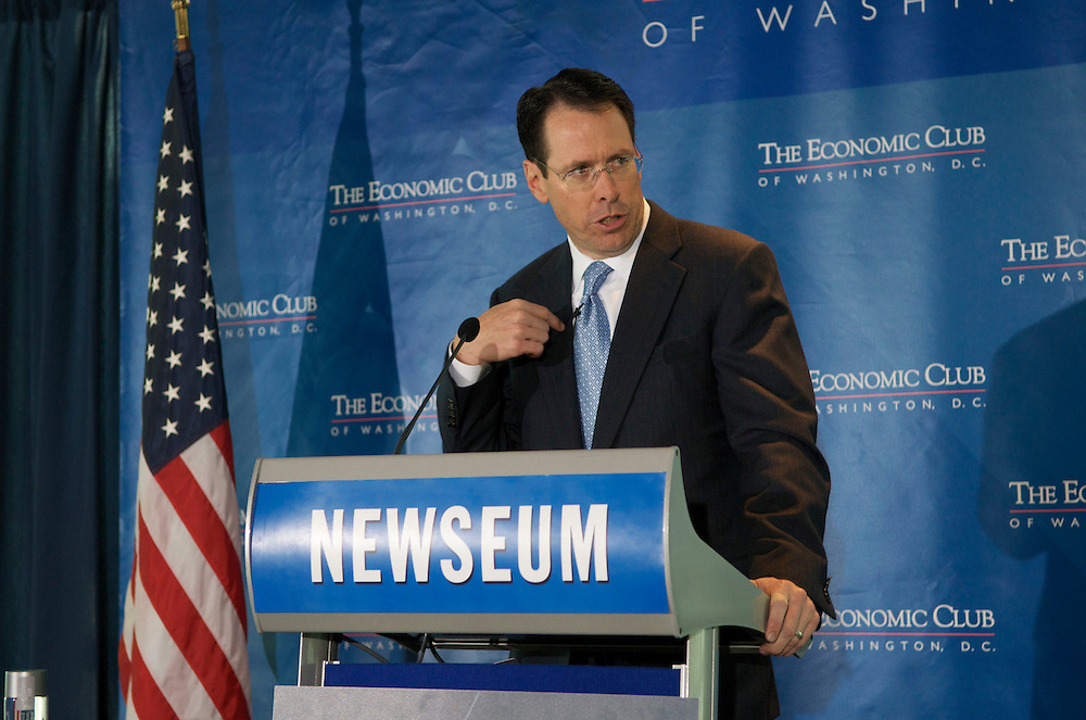 Randall L. Stephenson, Chairman, CEO & President of AT&T addressing a packed room of members of the Economic Culb of Washington at the Newseum in Washington DC