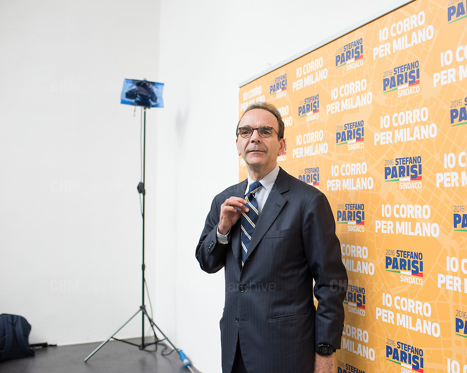Stefano Parisi, candidato alle elezioni per il sindaco di Milano del centrodestra, durante la presentazione del suo programma. Milano, 19 maggio 2016. Guido Montani / OneShot