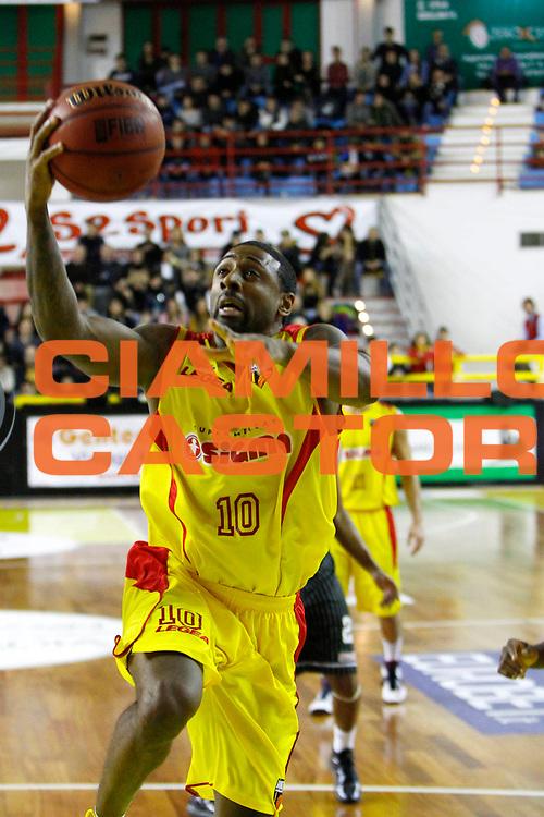 DESCRIZIONE : Barcellona Pozzo di Gotto Campionato Lega Basket A2 2012-13 Sigma Basket Barcellona BitumCalor Trento <br /> GIOCATORE : Troy Bell<br /> SQUADRA : Sigma Basket Barcellona <br /> EVENTO : Campionato Lega Basket A2 2012-2013<br /> GARA : Sigma Basket Barcellona BitumCalor Trento<br /> DATA : 20/01/2013<br /> CATEGORIA : Penetrazione Tiro Ritratto<br /> SPORT : Pallacanestro <br /> AUTORE : Agenzia Ciamillo-Castoria/G.Pappalardo<br /> Galleria : Lega Basket A2 2012-2013 <br /> Fotonotizia : Barcellona Pozzo di Gotto Campionato Lega Basket A2 2012-13 Sigma Basket Barcellona BitumCalor Trento<br /> Predefinita :