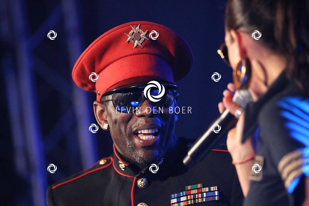 ALEM - Op alempop trad de formatie Captain Jack weer op met als zanger Bruce lacy en zangeres Laura Martin. FOTO LEVIN DEN BOER - PERSFOTO.NU