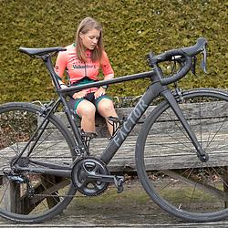 Loes Adegeest (Enschede/Dalfsen) is klaar voor het eerste seizoen in het shirt van het UCI vrouwenteam van Parkhotel Valkenburg