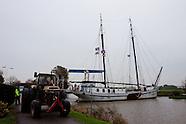 Zeilschip in problemen op Dokkumer Ee - Sailing ship in trouble at Dokkumer Ee