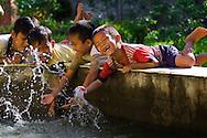 Vietnam Images-Children-outdoor-Kien Giang hoàng thế nhiệm hoàng thế nhiệm