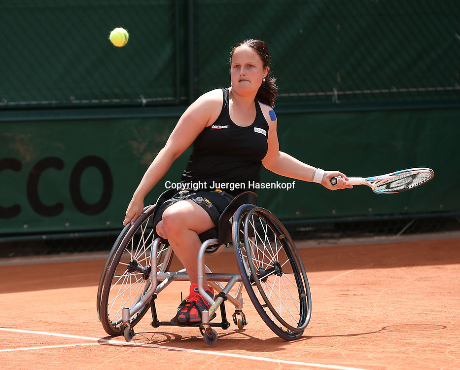 French Open 2014, Roland Garros,Paris,ITF Grand Slam Tennis Tournament, Rollstuhl Tennis,<br /> Aniek Van Koot (NED),Aktion,Einzelbild,<br /> Ganzkoerper,Querformat,
