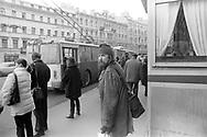 San Pietroburgo, marzo 2000:fermata autobus - bus stop
