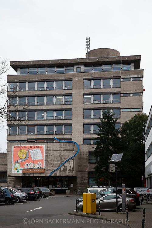 Cologne, Germany, the district council house in Rodenkirchen, which is burdened with asbestos, will be demolished in 2020.<br /> <br /> K&ouml;ln, Deutschland, das mit Asbest belastete Bezirksrathaus in Rodenkirchen soll im Jahr 2020 abgerissen werden.