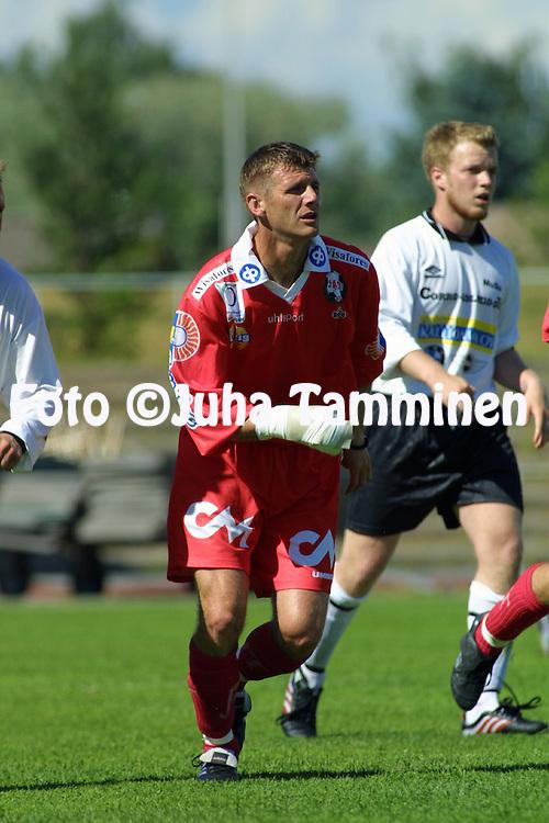 07.07.2001 Pori, Finland. I divisioona, pohjoislohko, Musan Salama v FF Jaro. Mladen Milinkovic (Jaro)..©JUHA TAMMINEN