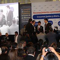 Toluca, México.- El gobernador del estado Enrique Peña Nieto, estuvo presente en la ceremonia de Reconocimiento a proveedores del Estado de México, realizado por la cadena Walmart. Agencia MVT / Arturo Rosales Chávez. (DIGITAL)
