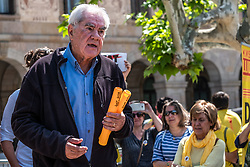 April 27, 2018 - Barcelona, Spain - The Catalan deputy Ernesto Maragall is seen on the stage thanking the initiative of Kms for Freedom. Volunteer runners, in relays, will run the almost 700 kilometers that separate the prisons of Estremera and Soto Real in Madrid from the capital of Catalunya, Barcelona. On the 30th, at the end of the race, the participants will hand over to the Catalan political prisoners the support notes collected in nine agenda books, as well as the signatures of outstanding Catalan politicians. (Credit Image: © Paco Freire/SOPA Images via ZUMA Wire)