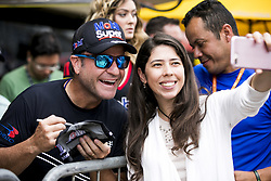 March 10, 2018 - Sao Paulo, Sao Paulo, Brazil - Mar, 2018 - This Saturday (10) at the Autodromo de Interlagos in the city of São Paulo, the Stock Car doubles stage, opening the 2018 season of the competition. In the photo the pilot RUBENS BARRICHELLO of the team FULL TIME distributes toast to the fans. (Credit Image: © Marcelo Chello via ZUMA Wire)