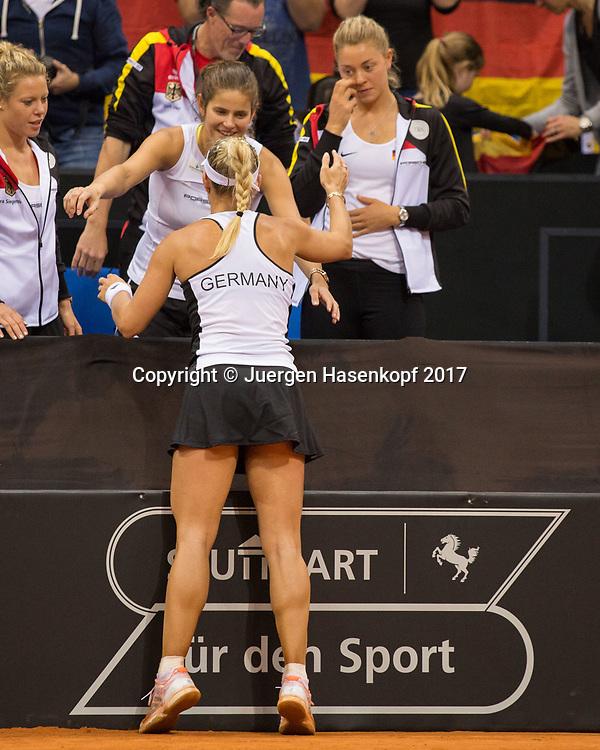 Fed Cup GER-UKR, Deutschland - Ukraine, <br /> Porsche Arena, Stuttgart, <br /> ANGELIQUE KERBER (GER) umarmt JULIA GOERGES <br /> nach ihrem Sieg, CARINA WITTHOEFT schaut zu.