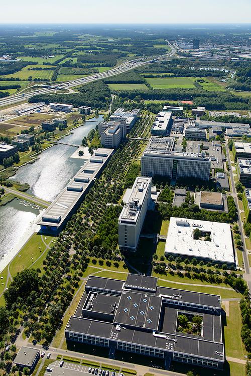 Nederland, Noord-Brabant, Eindhoven, 23-08-2016; High Tech Campus Eindhoven, onderdeel Brainport Eindhoven. Het terrein van het voormalige 'NatLab' het Philips Natuurkundig Laboratorium huisvest tegenwoordig allerlei hightech bedrijven, waaronder Philips Research, Atos Origin, ASML, IBM, Fluxxion, NXP. Het langwerpige gebouw langs het water is The Strip (facilitair gebouw, gemeenschappelijke voorzieningen, conferentiecentrum). <br /> High Tech Campus Eindhoven. The site of the former 'NatLab 'the Philips Physics Laboratory today houses many hightecbedrijven, including Philips Research, Atos Origin, ASML, IBM, Fluxxion, NXP. Part of Brainport Eindhoven.<br /> <br /> luchtfoto (toeslag op standard tarieven);<br /> aerial photo (additional fee required);<br /> copyright foto/photo Siebe Swart