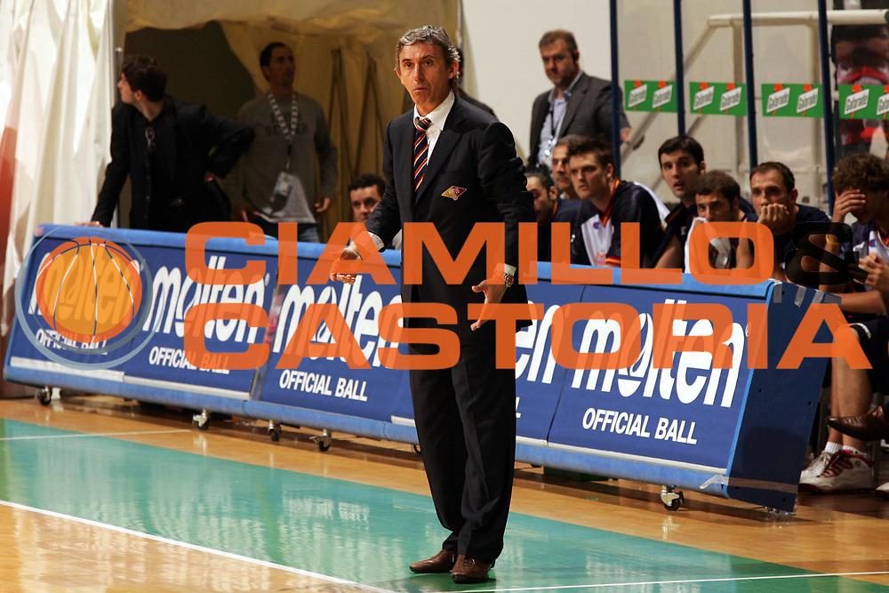 DESCRIZIONE : Siena Lega A1 2005-06 Play Off Quarti Finale Gara 3 Montepaschi Siena Lottomatica Virtus Roma <br /> GIOCATORE : Pesic <br /> SQUADRA : Lottomatica Virtus Roma <br /> EVENTO : Campionato Lega A1 2005-2006 Play Off Quarti Finale Gara 3 <br /> GARA : Montepaschi Siena Lottomatica Virtus Roma <br /> DATA : 23/05/2006 <br /> CATEGORIA : Delusione <br /> SPORT : Pallacanestro <br /> AUTORE : Agenzia Ciamillo-Castoria/P.Lazzeroni