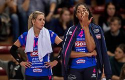 27-11-2016 ITA: Gorgonzola Igor Volley Novara - Nordmeccanica Modena, Novara<br /> Nova wint in drie sets van Modena / Celeste Plak #4, Laura Dijkema #14