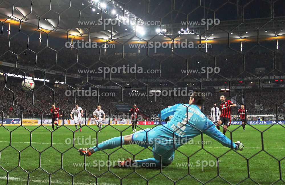 28.02.2015, Commerzbank Arena, Frankfurt, GER, 1. FBL, Eintracht Frankfurt vs Hamburger SV, 23. Runde, im Bild vl. Tor zum 1:0 Alexander Meier (Eintracht Frankfurt) Torwart Jaroslav Drobny (Hamburger SV) Strafstoss // during the German Bundesliga 23rd round match between Eintracht Frankfurt vs Hamburger SV at the Commerzbank Arena in Frankfurt, Germany on 2015/02/28. EXPA Pictures &copy; 2015, PhotoCredit: EXPA/ Eibner-Pressefoto/ Voelker<br /> <br /> *****ATTENTION - OUT of GER*****