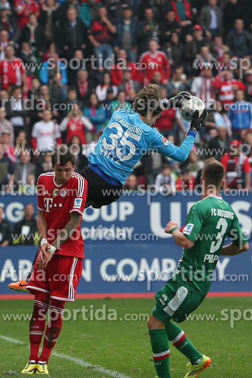 05.04.2014, SGL Arena, Augsburg, GER, 1. FBL, FC Augsburg vs FC Bayern Muenchen, 29. Runde, im Bild Marvin Hitz (# 35, Torwart FC Augsburg) faengt vor Mario Mandzukicv (# 9, Bayern Muenchen) li. den Ball // during the German Bundesliga 29th round match between FC Augsburg and FC Bayern Munich at the SGL Arena in Augsburg, Germany on 2014/04/05. EXPA Pictures &copy; 2014, PhotoCredit: EXPA/ Eibner-Pressefoto/ Fastl<br /> <br /> *****ATTENTION - OUT of GER*****
