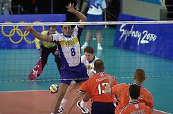 21-09-2000 AUS: Olympic Games Volleybal Nederland - Brazilie, Sydney<br /> Nederland verliest met 3-0 van Brazilie / Martin van der Horst, Bas van de Goor, Douglas