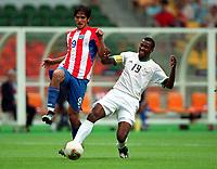 Fotball<br /> Paraguay v Sør Afrika<br /> Foto: DPPI/Digitalsport<br /> NORWAY ONLY<br /> <br /> FOOTBALL - MONDIAL 2002 - FIRST ROUND - GROUP B - 020602 - PARAGUAY / SOUTH AFRICA<br /> <br /> ROQUE SANTA CRUZ (PAR) / LUCAS RADEBE (S-AF)