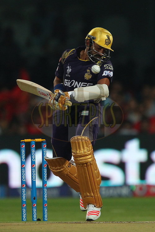Robin Uthappa of the Kolkata Knight Riders avoids a rising delivery from Mitchell Starc during match 33 of the Pepsi IPL 2015 (Indian Premier League) between The Royal Challengers Bangalore and The Kolkata Knight Riders held at the M. Chinnaswamy Stadium in Bengaluru, India on the 2nd May 2015.<br /> <br /> Photo by:  Ron Gaunt / SPORTZPICS / IPL