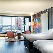 Themakamer Intell Hotel met uitzicht op Leuvehaven