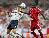 Fotball<br /> VM 2006<br /> Foto: Witters/Digitalsport<br /> NORWAY ONLY<br /> <br /> World Cup 2006 - Group B<br /> England v Trinidad og Tobago<br /> 15th June, 2006<br /> v.l. Steven Gerrard England, Aurtis Whitley