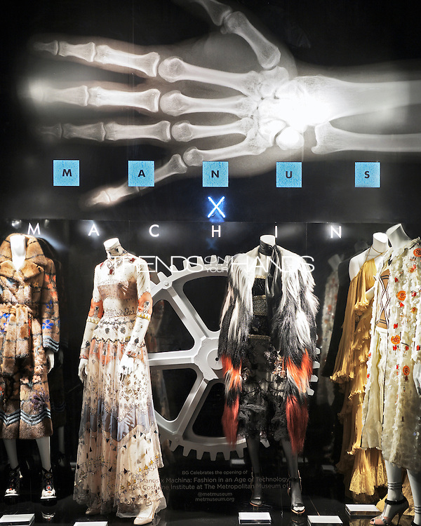 Bergdorf Goodman celebrates the opening of Magnus x Machina: Fashion in the age of technology. <br /> Metropolitan Museum of Art NYC