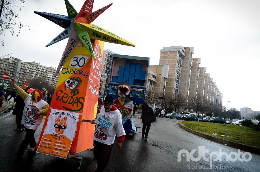 The wind rose, featuring names of people to be taken as example for their honesty and integrity, opens Scampia's 30th carnival parade