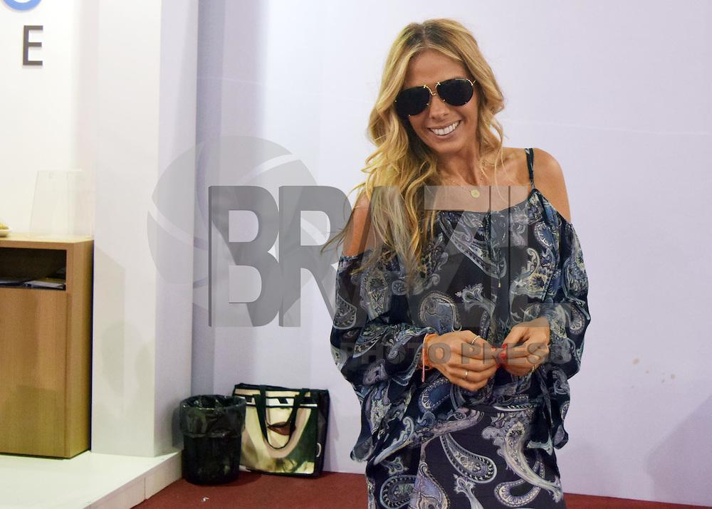 SÃO PAULO, SP, 24.09.2015 - FEIRA-TURISMO - Apresentado Adriana Galisteu na 43ª Abav - Expo Internacional de Turismo no Anhembi região norte de São Paulo, nesta quinta-feira, 24. (Foto: Eduardo Carmim/Brazil Photo Press)