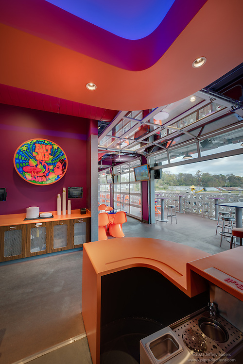Interior photo of  Mellow Mushroom Restaurant in Roanoke Virginia by Jeffrey Sauers of Commercial Photographics, Architectural Photo Artistry in Washington DC, Virginia to Florida and PA to New England