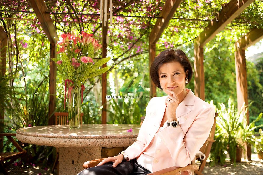 Ha impartido conferencias desde 1988, sobre imagen, comunicación no verbal, superación y autoestima, en México, Estados Unidos e Hispanoamérica.