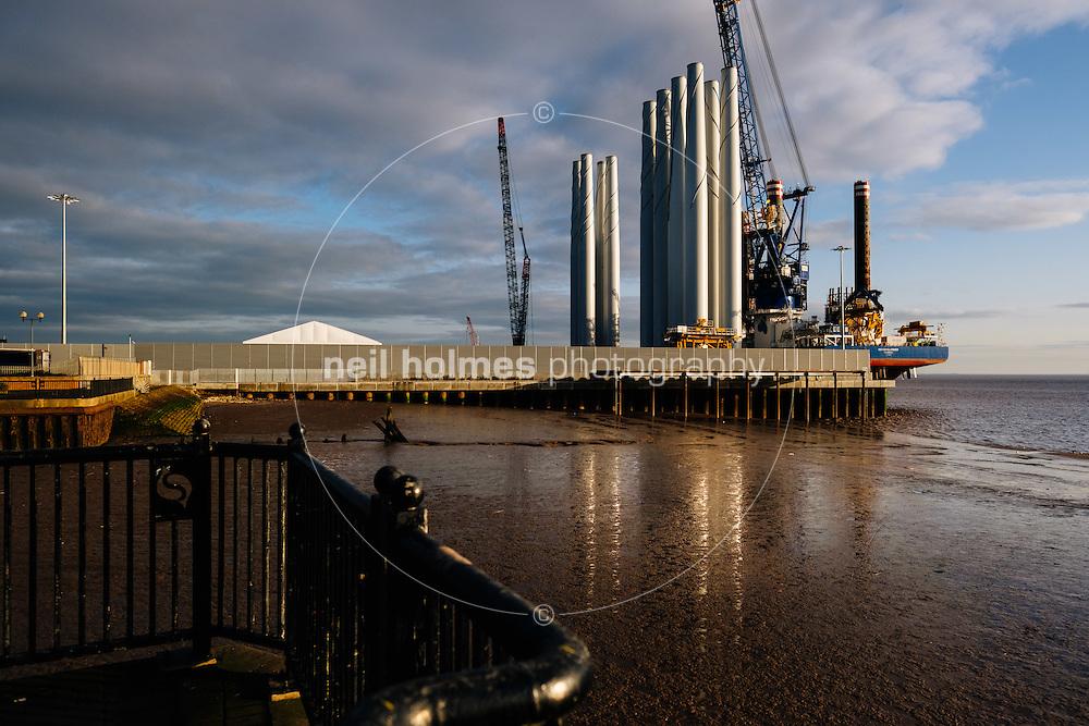 Kingston Upon Hull, East Yorkshire, United Kingdom, 31 December, 2016.  Pictured: ABP, Siemens, loading of wind turbine blades