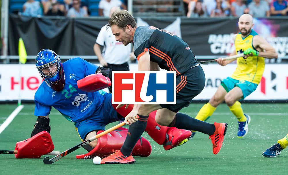 BREDA - Mirco Pruyser (Ned) stuit op keeper Tyler Lovell (Aus)  tijdens Nederland- Australie bij  de Hockey Champions Trophy. COPYRIGHT KOEN SUYK