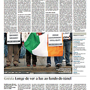 "Tearsheet (Feature story) of ""Ireland: Emigracao dispara com a crise"" published in Expresso"
