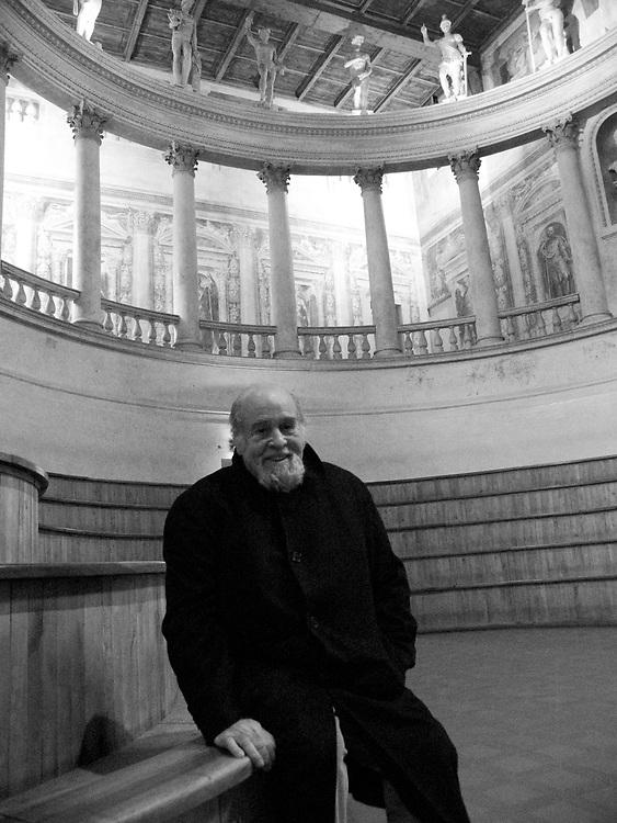 João Benard da Costa em Mântua, Itália. Portuguese writer João Benard da Costa at Mantova, Italy.