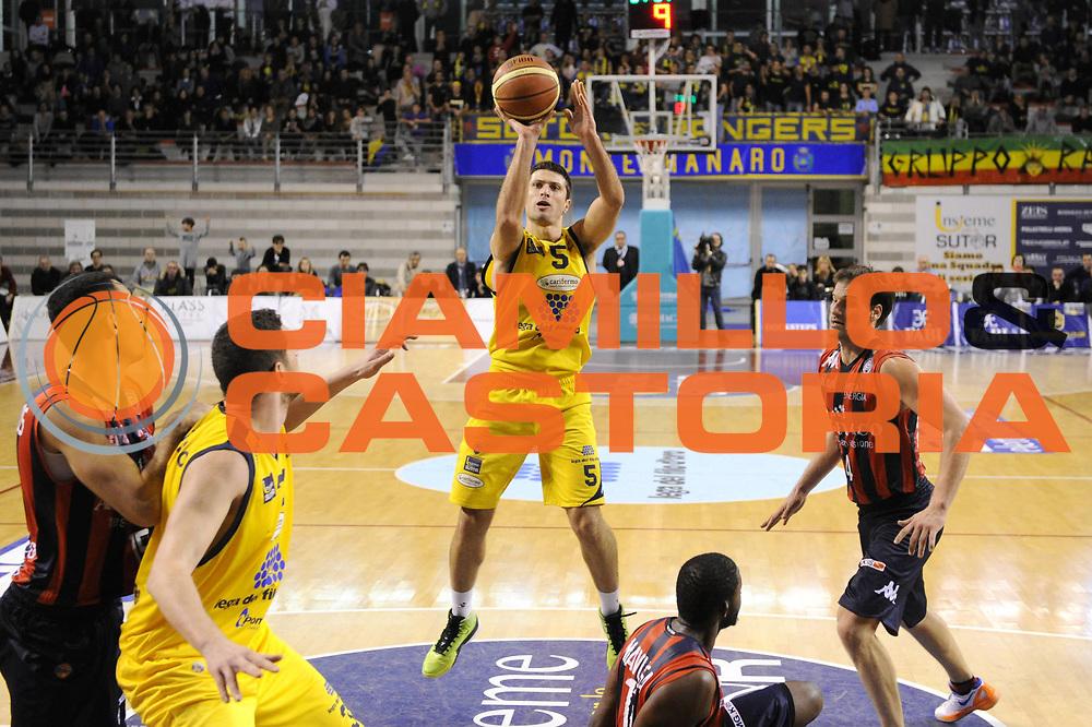 DESCRIZIONE : Ancona Lega A 2012-13 Sutor Montegranaro Angelico Biella<br /> GIOCATORE : Daniele Cinciarini<br /> CATEGORIA : tiro penetrazione<br /> SQUADRA : Sutor Montegranaro<br /> EVENTO : Campionato Lega A 2012-2013 <br /> GARA : Sutor Montegranaro Angelico Biella<br /> DATA : 02/12/2012<br /> SPORT : Pallacanestro <br /> AUTORE : Agenzia Ciamillo-Castoria/C.De Massis<br /> Galleria : Lega Basket A 2012-2013  <br /> Fotonotizia : Ancona Lega A 2012-13 Sutor Montegranaro Angelico Biella<br /> Predefinita :