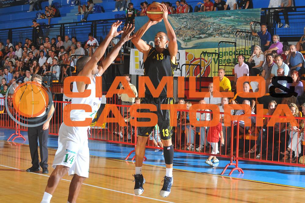 DESCRIZIONE : Caorle Lega A 2009-10 3&deg; Torneo Citt&agrave; di Caorle Benetton Treviso Aris Salonicco <br /> GIOCATORE : Corey Belser<br /> SQUADRA : Aris Salonicco<br /> EVENTO : Campionato Lega A 2009-2010 <br /> GARA : Benetton Treviso Aris Salonicco<br /> DATA : 11/09/2009<br /> CATEGORIA :  Tiro<br /> SPORT : Pallacanestro <br /> AUTORE : Agenzia Ciamillo-Castoria/M.Gregolin<br /> Galleria : Lega Basket A 2009-2010 <br /> Fotonotizia : Caorle Lega A 2009-10 3&deg; Torneo Citt&agrave; di Caorle Benetton Treviso Aris Salonicco <br /> Predefinita :