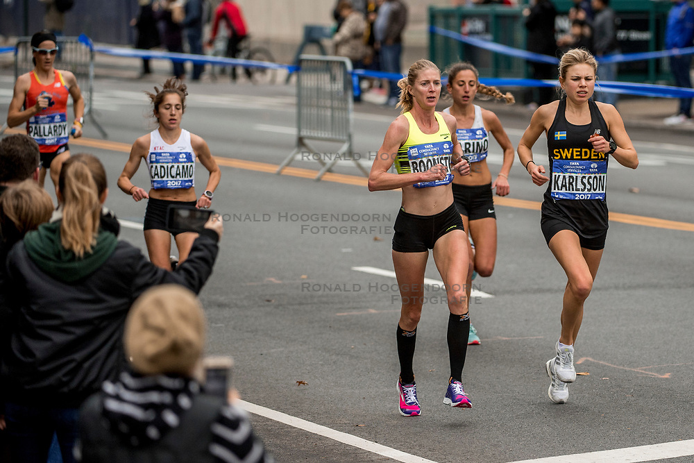 05-11-2017 USA: NYC Marathon, New York<br /> De dag van de marathon, 42 km en 195 meter door de straten van Staten Island, Brooklyn, Queens, The Bronx en Manhattan / Miranda Boonstra NED