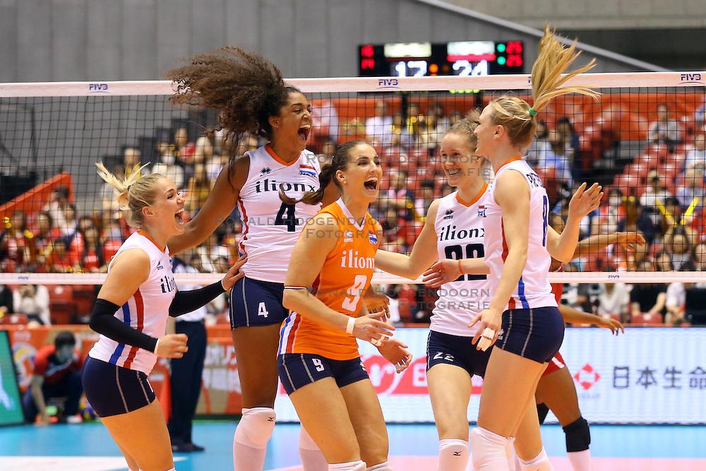 21-05-2016 JAP: OKT Nederland - Peru, Tokio<br /> De Nederlandse volleybalsters winnen met 3-0 en plaatsen zich als eerste voor Rio / Vreugde bij Nederland met Celeste Plak #4, Myrthe Schoot #9, Nicole Koolhaas #22, Judith Pietersen #8, Kirsten Knip #1