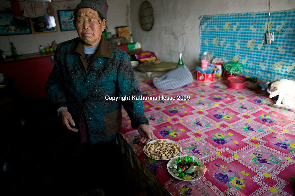 NORTHERN HEBEI PROVINCE, JANUARY 26, 2009:<br /> Mr Lu's grandmother shows her modest new years' snacks.<br /> Lu went to Beijing 8 years ago as he couldn't find a job in China's countryside.<br /> He was employed in a textile factory that went banctrupt last October. Lu and his 63 colleagues were still owed payment for 4 months, but their boss refused to pay them. They didn't know the law, nor did any of them have a contract.  <br /> At the end of January, Lu and his co-workers went to see the bosses' mother to negociate, then the union and in the end the government. They were threatened with jail . At the end of the day , a man from the union came by ( on behalf of the government )and all but an underaged worker received their due salaries.<br /> Now Lu is unemployed like 20 milion other migrant workers in China who have been laid off as a result of the financial crisis.<br /> <br /> <br /> China's Communist Party  which will celebrate its 60th anniversary in October, currently faces its biggest challenge since the beginning of the economic reforms 30 years ago  : &quot; The phase of  rapid economic growth is over. For the first time the government is threatened with a  mistrust of a wide section of the population&quot;, warns the Communist party's Shang Dewen in Beijing.   <br /> Not only the China's poorest worry about the furture, but as well China's middle class is concerned about the crisis.     1,5 Millionen university graduates didn't find a job until the end of 2008  and this summer there'll be an additional  6,1 Million new graduates. More than 12 percent of university graduates face unemployment in 2009.