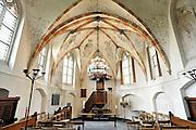 Nederland, Leur, 15-4-2012Interieur van dit kleine middeleeuwse kerkje. Het is een monument.De muurschilderingen zijn uit de eerste helft van de zestiende eeuw. In het begin van de Tachtigjarige Oorlog bleef de bevolking trouw aan het katholieke geloof. In 1607 kwam het tot een wapenstilstand en kreeg de reformatie ruim baan. Foto: Flip Franssen