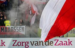 26-10-2016 NED: KNVB beker FC Utrecht, - Fc Groningen, Utrecht<br /> FC Utrecht heeft zich geplaatst voor de achtste finales van de KNVB-beker. De verliezend finalist van vorig seizoen rekende in stadion Galgenwaard af met FC Groningen, bekerwinnaar in 2015 / Utrecht support, vlaggen, rook, Maarssen
