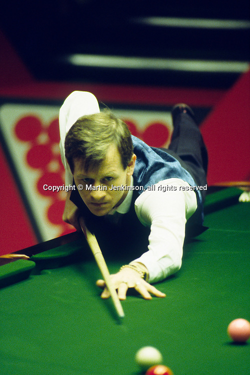 Alex Hurricane Higgins competing in the Embassy World Professional Snooker Championships at The Crucible, Sheffield  ...© Martin Jenkinson, tel 0114 258 6808 mobile 07831 189363 email martin@pressphotos.co.uk. Copyright Designs & Patents Act 1988, moral rights asserted credit required. No part of this photo to be stored, reproduced, manipulated or transmitted to third parties by any means without prior written permission