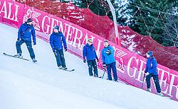 10.01.2020, Streif, Kitzbühel, AUT, FIS Weltcup Ski Alpin, Schneekontrolle durch die FIS, im Bild v.l. Christian Schroll (Pistenchef Ganslern), Thomas Voithofer (Rennstrecken Begrenzungen), Herbert Hauser (Pistenchef Streif), Hannes Trinkl (FIS Renndirektor), Mario Mittermayer-Weinhandl (HKR Rennleiter) // f.l. Christian Schroll slope Manager Ganslern Thomas Voithofer racetrack boundary Herbert Hauser slope Manager Streif Hannes Trinkl FIS Racedirector and Mario Mittermayer-Weinhandl race direktor HKR during snow control by the FIS for the FIS ski alpine world cup at the Streif in Kitzbühel, Austria on 2020/01/10. EXPA Pictures © 2020, PhotoCredit: EXPA/ Stefan Adelsberger
